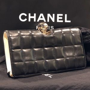 a42501a500 CHANEL Lambskin Quilted Crystal Ball Clutch Black